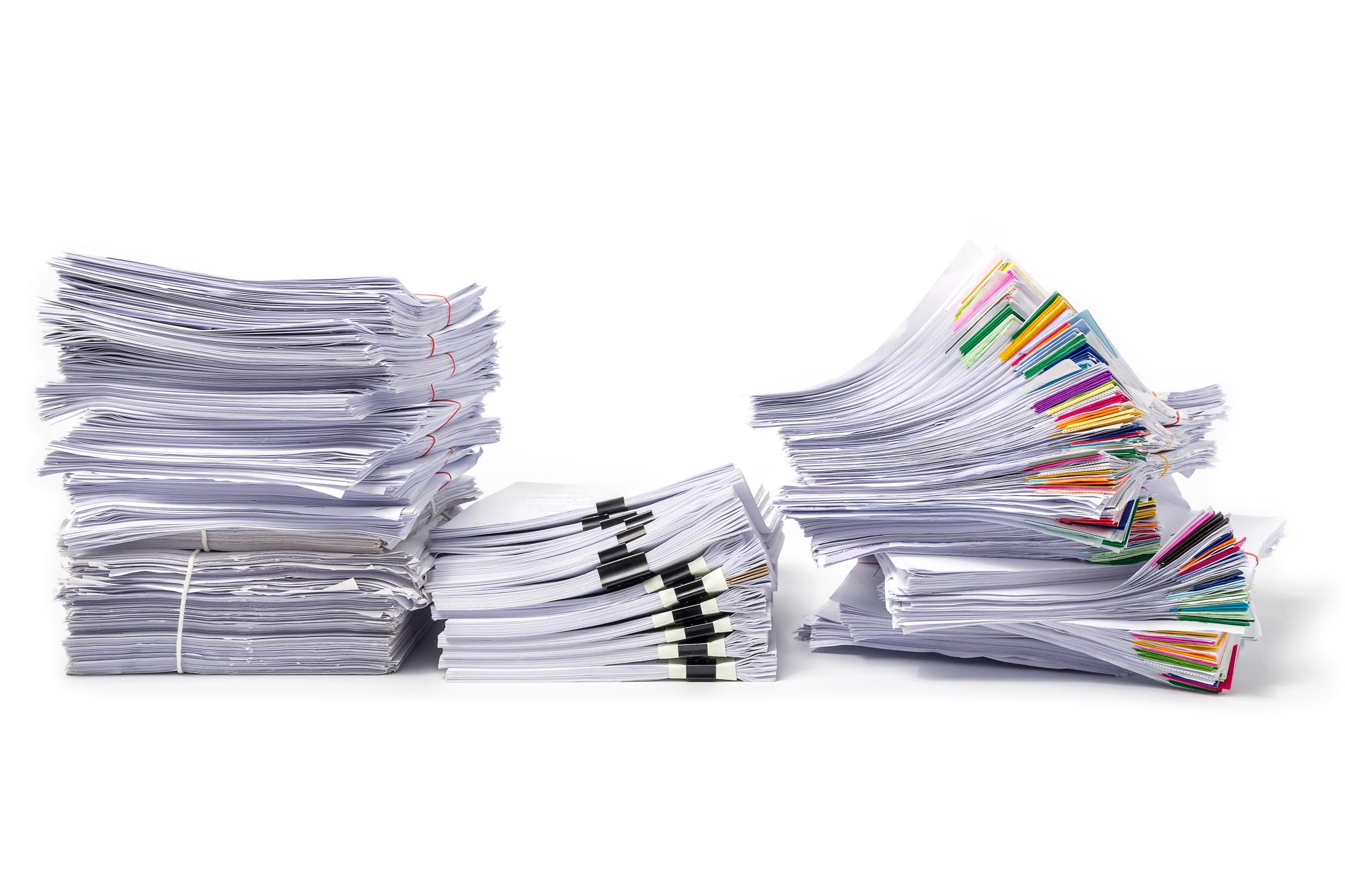 役所の手続き書類の山
