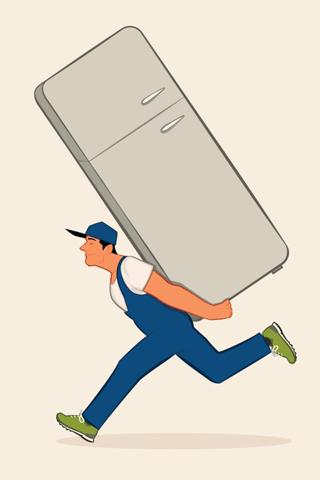 冷蔵庫を背負って運ぶ引越し業者