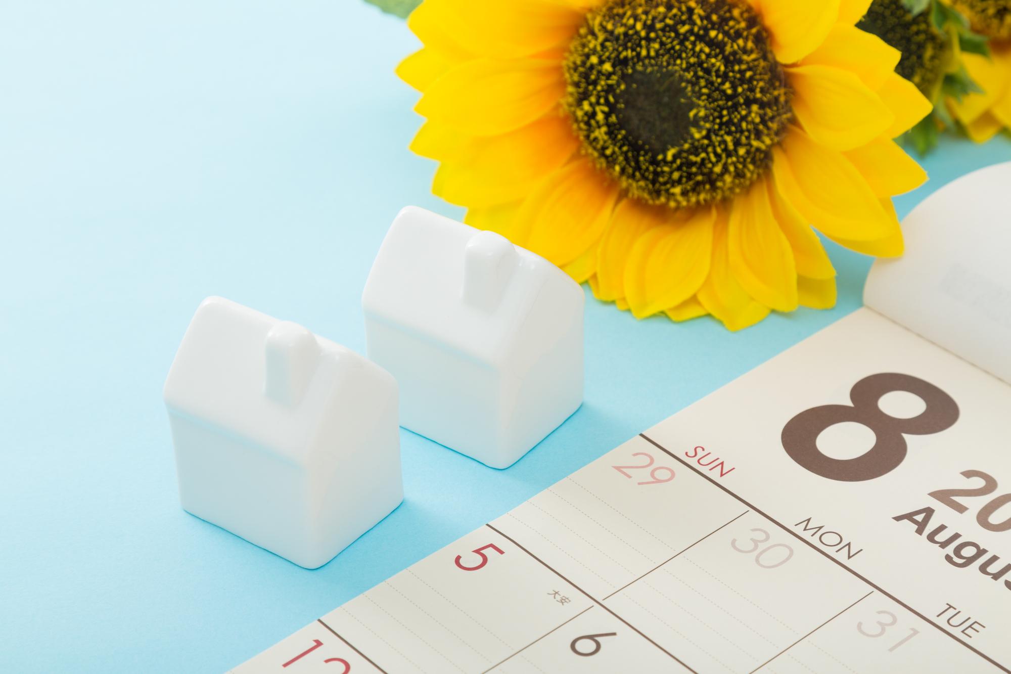 8月カレンダーのイメージ