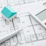住宅図面と電卓のイメージ
