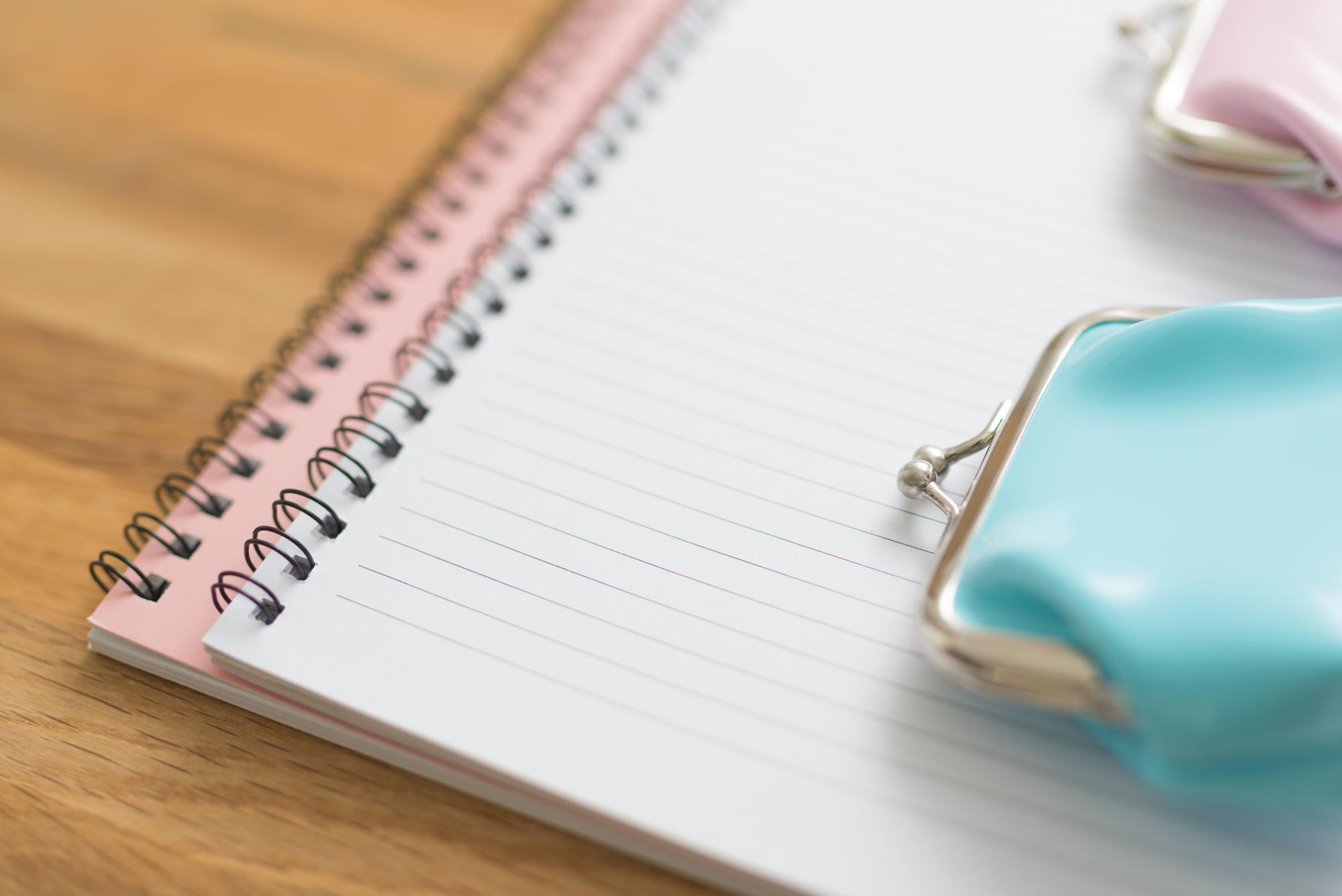 財布とノートのイメージ