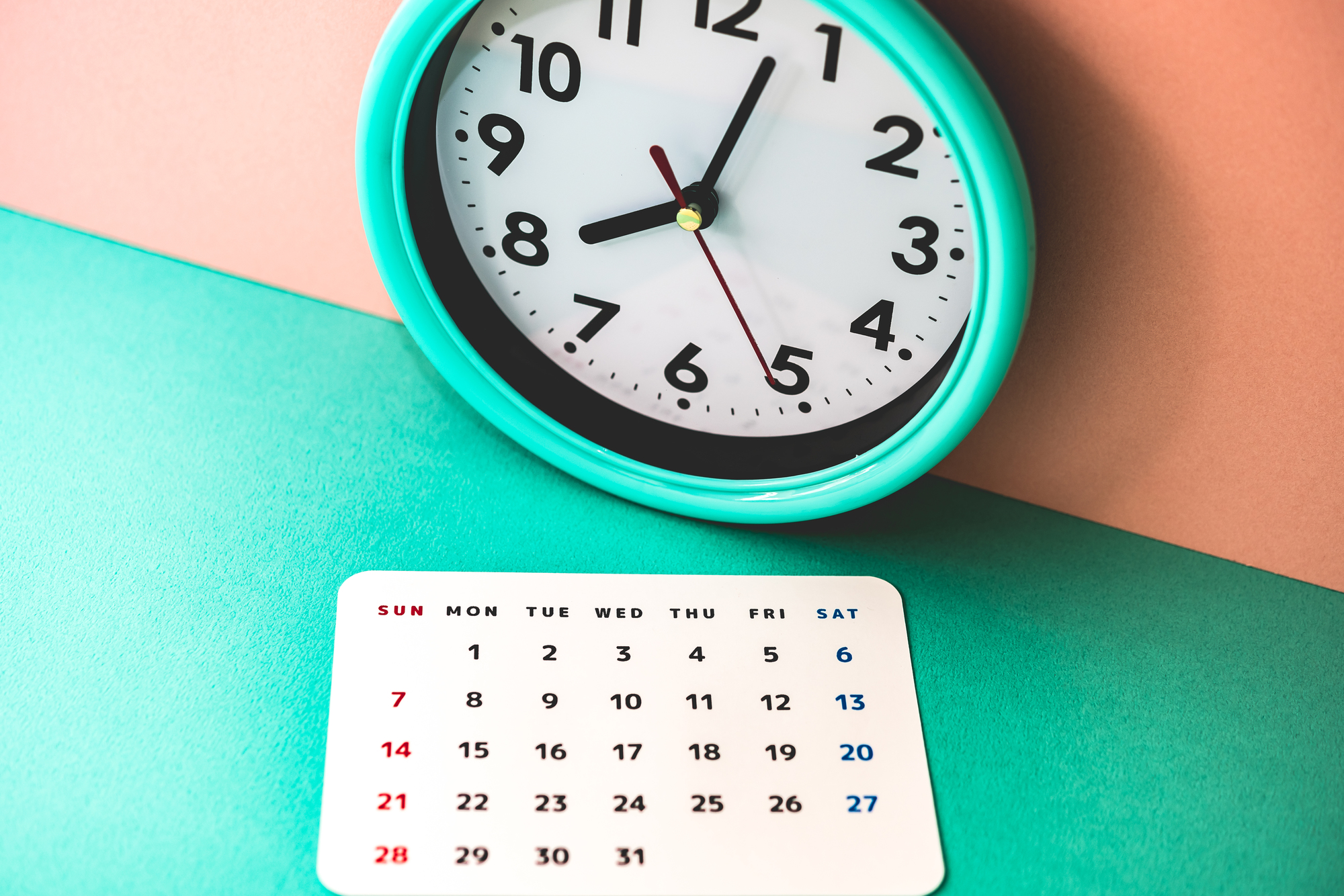 カレンダーと時計のイメージ